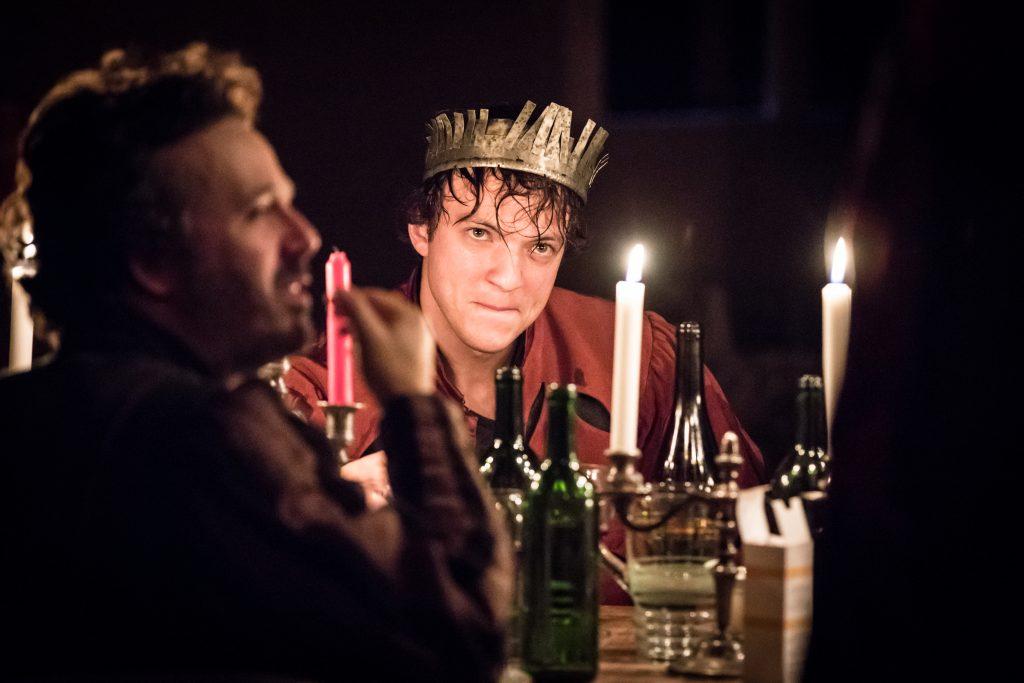 Thomas Rortais incarne Paul dans a pièce de Julie Deliquet met en scène au radiant bellevue Un conte de Noël, de Desplechin, au théâtre en 2020
